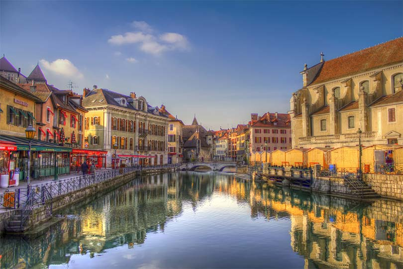 innobella-media-photography-hdr-annecy-france-river-water-still-buildings