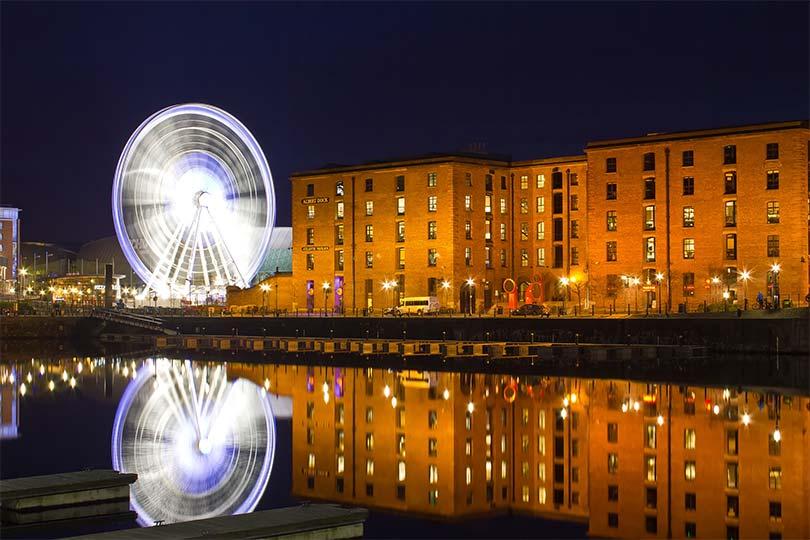 innobella-media-photography-liverpool-wheel-albert-dock-night-nighttime-exterior-urban-city