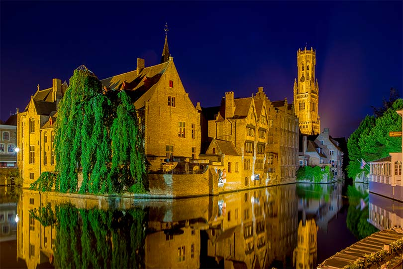 innobella-media-photography-night-bruge-water-reflection
